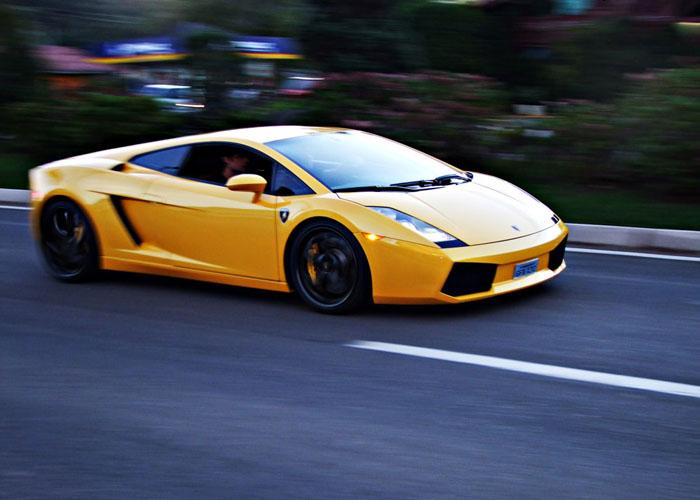 Test-drive Lamborghini Gallardo de 8 km