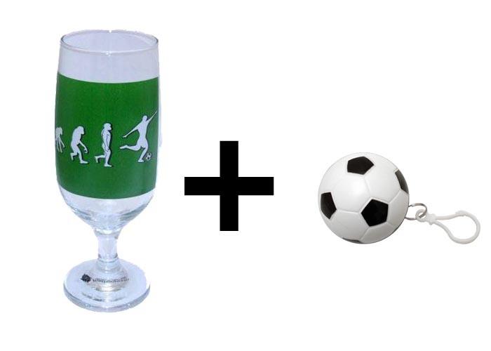 Kit Futebol: Taça de cerveja Evolução do Futebol + Chaveiro de bola de futebol com capa de chuva